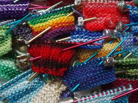 Вязание перчаток ажурных спицами.